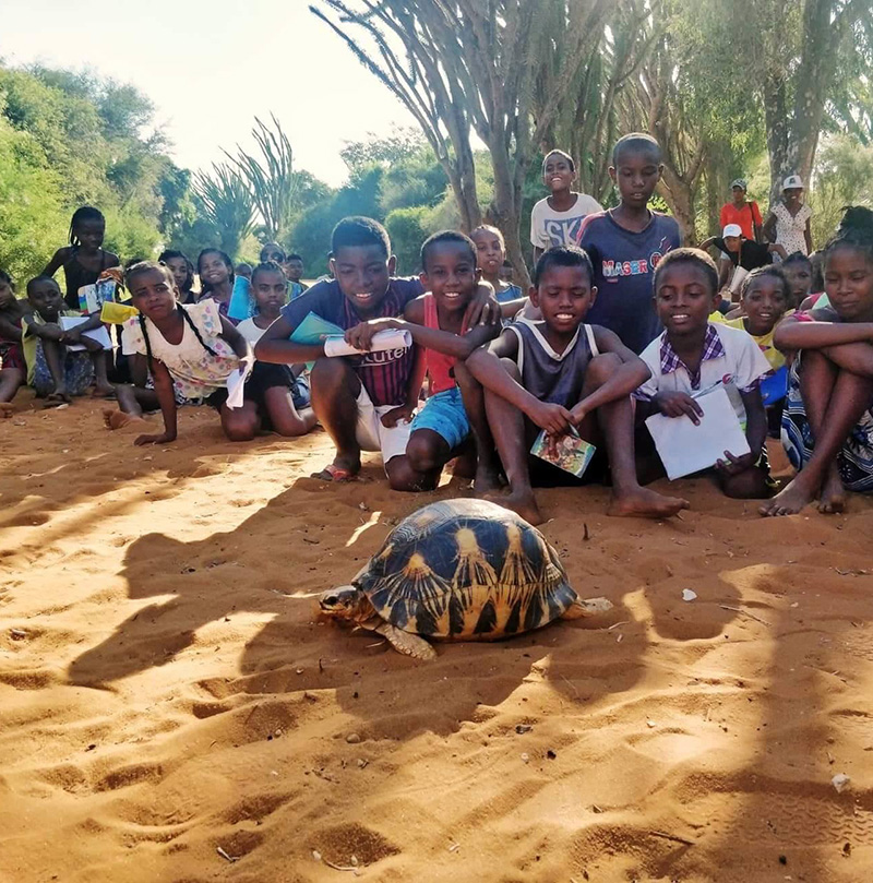 Raising awareness in Mangily Tortoise Village © Joseph-Antoine Sabiani - SOPTOM